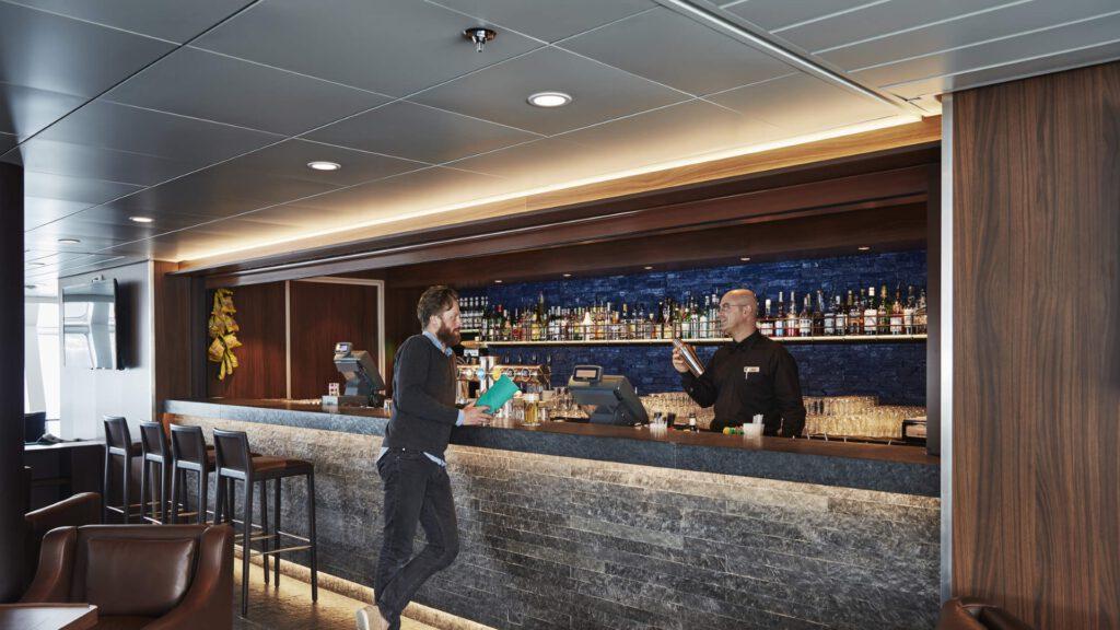 Cruiseschip-Hurtigruten-MS Nordkapp-schip-Bar1