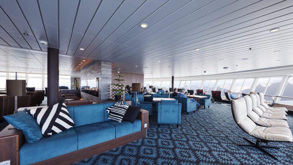 Cruiseschip-Hurtigruten-MS Nordkapp-schip-Explorer Lounge