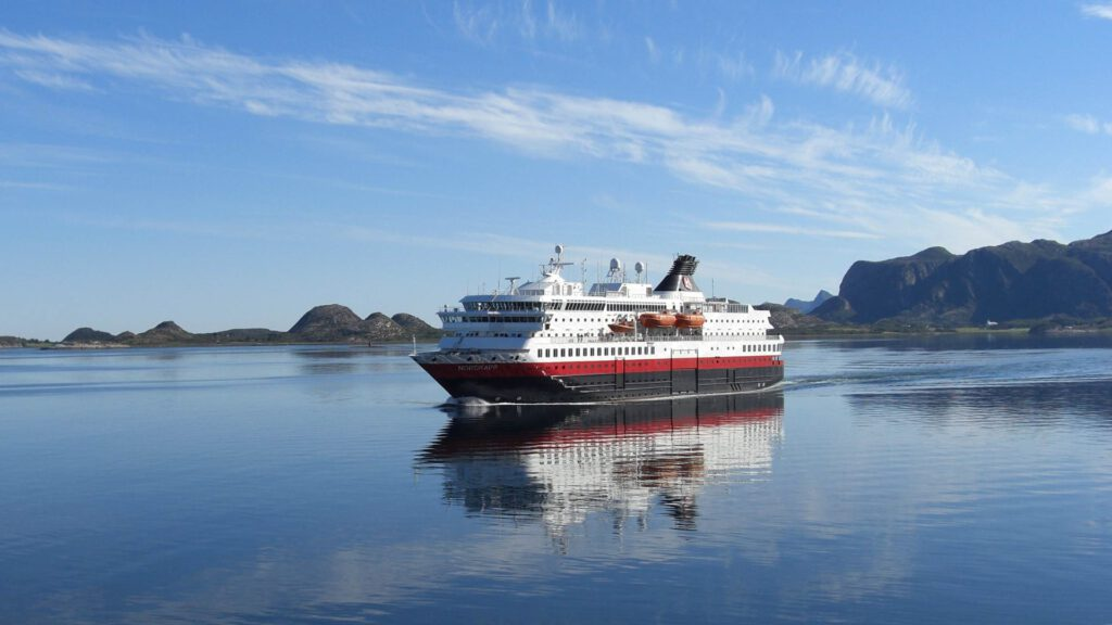 Cruiseschip-Hurtigruten-MS Nordkapp-schip-schip