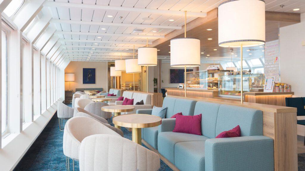 Cruiseschip-Hurtigruten-MS Nordnorge-schip-Lounge