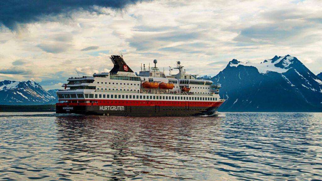 Cruiseschip-Hurtigruten-MS Nordnorge-schip-Schip