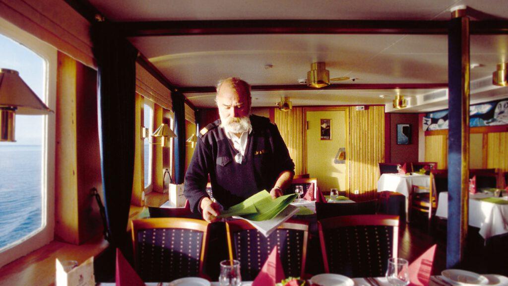 Cruiseschip-Hurtigruten-MS Nordstjernen-schip-Restaurant