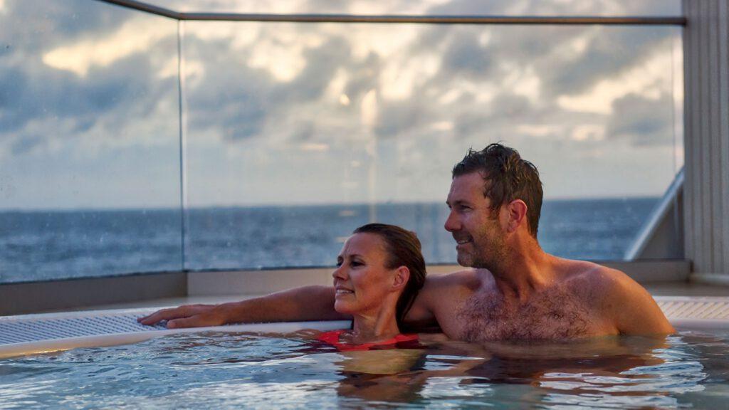 Cruiseschip-Hurtigruten-MS Polarlys-schip-Jacuzzi