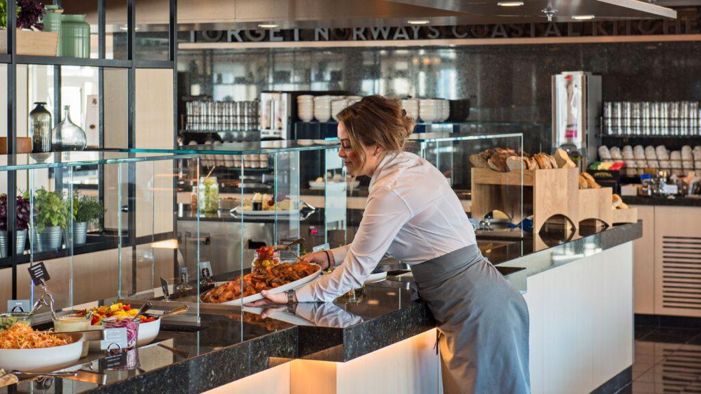 Cruiseschip-Hurtigruten-MS Polarlys-schip-Torget Restaurant