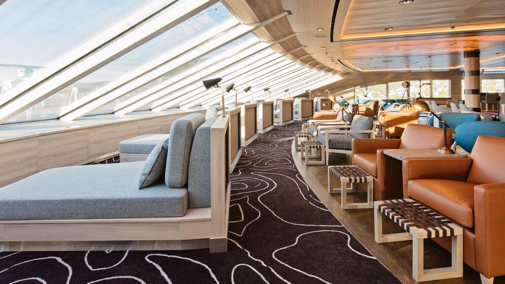 Cruiseschip-Hurtigruten-MS Roald Amundsen-schip-Explorer Lounge