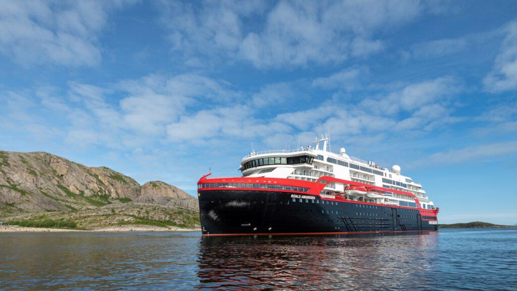 Cruiseschip-Hurtigruten-MS Roald Amundsen-schip-Schip