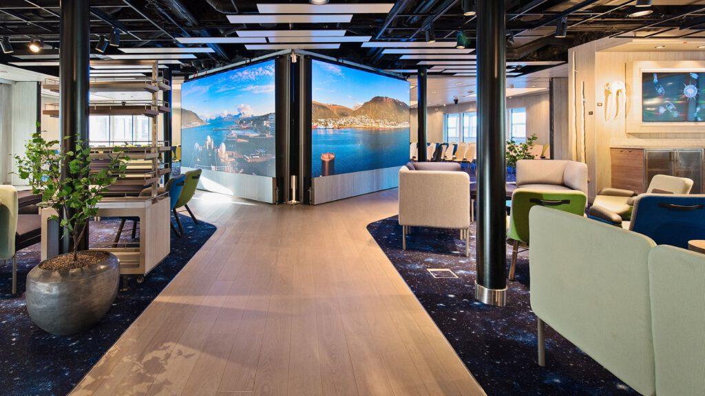 Cruiseschip-Hurtigruten-MS Roald Amundsen-schip-Science Center1