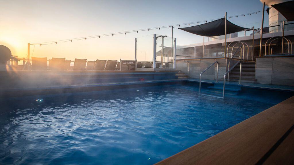 Cruiseschip-Hurtigruten-MS Roald Amundsen-schip-Zwembad