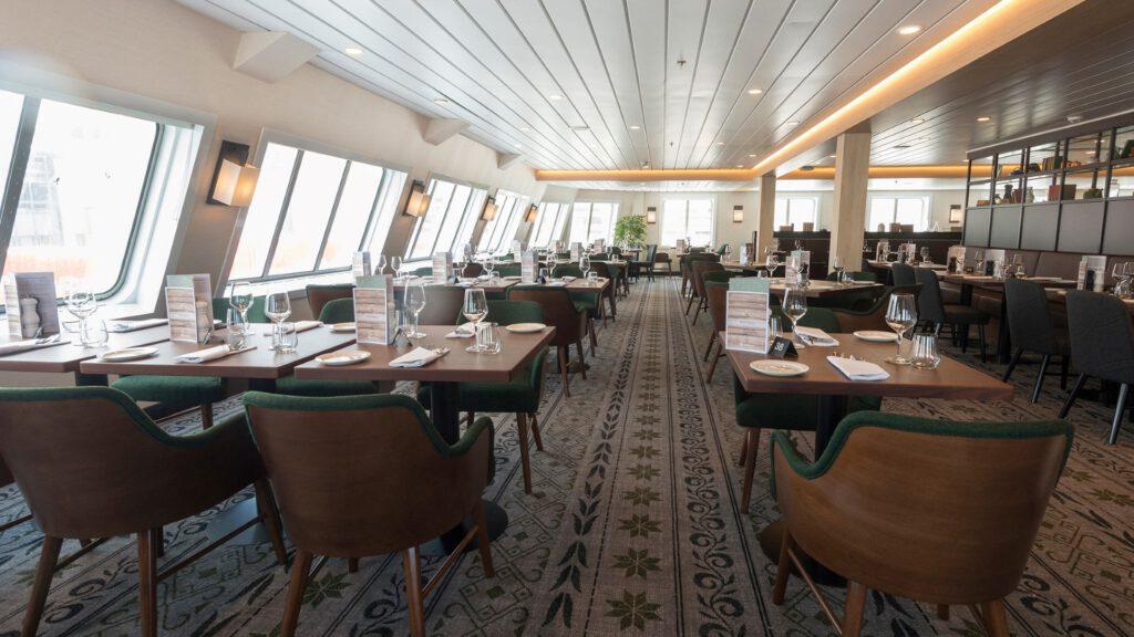 Cruiseschip-Hurtigruten-MS Spitsbergen-schip-Restaurant