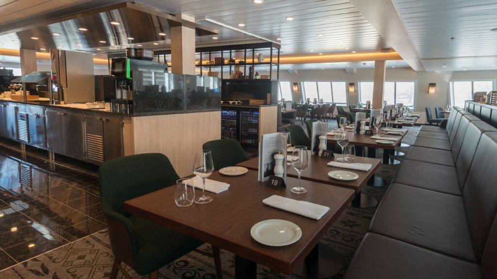 Cruiseschip-Hurtigruten-MS Spitsbergen-schip-Restaurant Torget