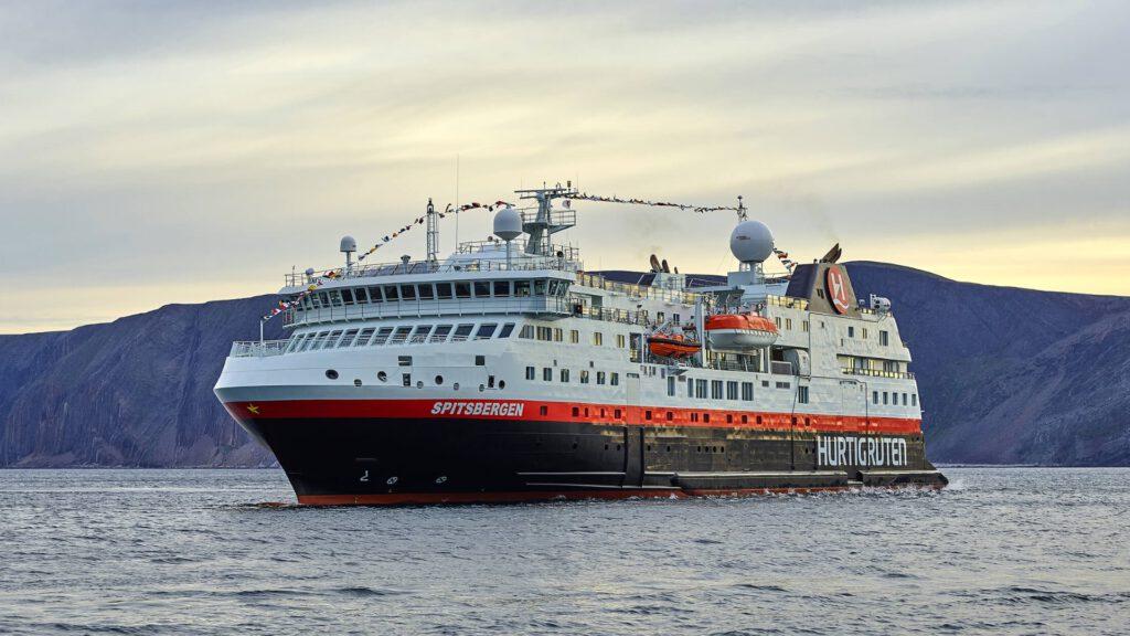 Cruiseschip-Hurtigruten-MS Spitsbergen-schip-Schip