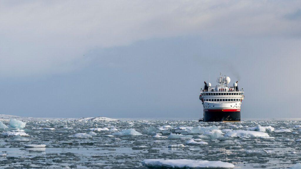 Cruiseschip-Hurtigruten-MS Spitsbergen-schip-Schip Sfeer1