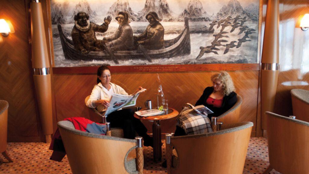 Cruiseschip-Hurtigruten-MS Trollfjord-schip-Lounge