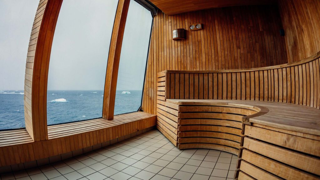 Cruiseschip-Hurtigruten-MS Trollfjord-schip-Sauna