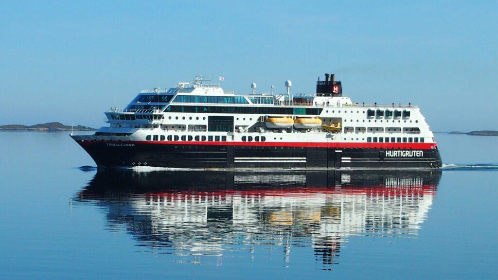 Cruiseschip-Hurtigruten-MS Trollfjord-schip-Schip