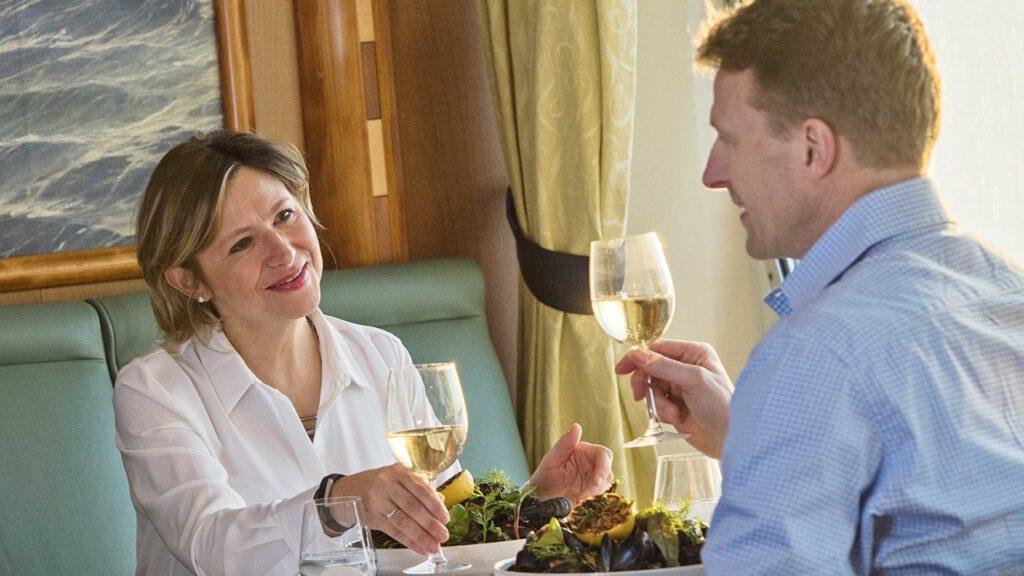 Cruiseschip-Hurtigruten-MS Trollfjord-schip-Sfeer Restaurant