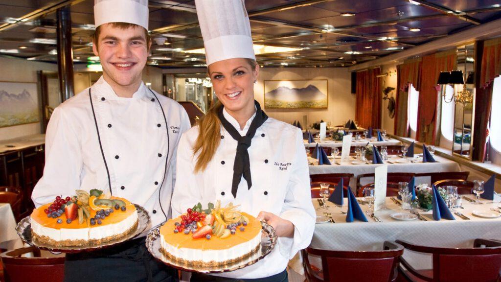 Cruiseschip-Hurtigruten-MS Vesteralen-Schip-Restaurant Sfeer