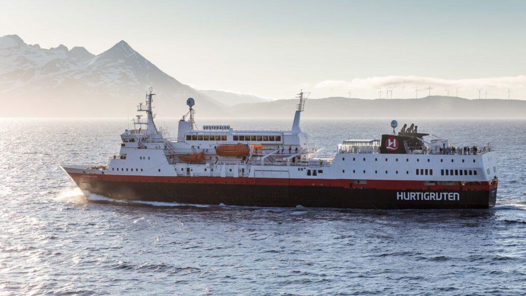 Cruiseschip-Hurtigruten-MS Vesteralen-Schip-Schip1
