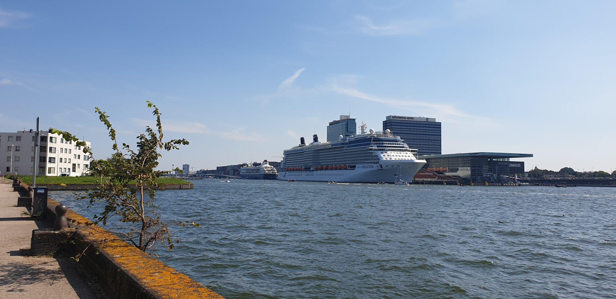 Nederland-Amsterdam-Cruise-Haven