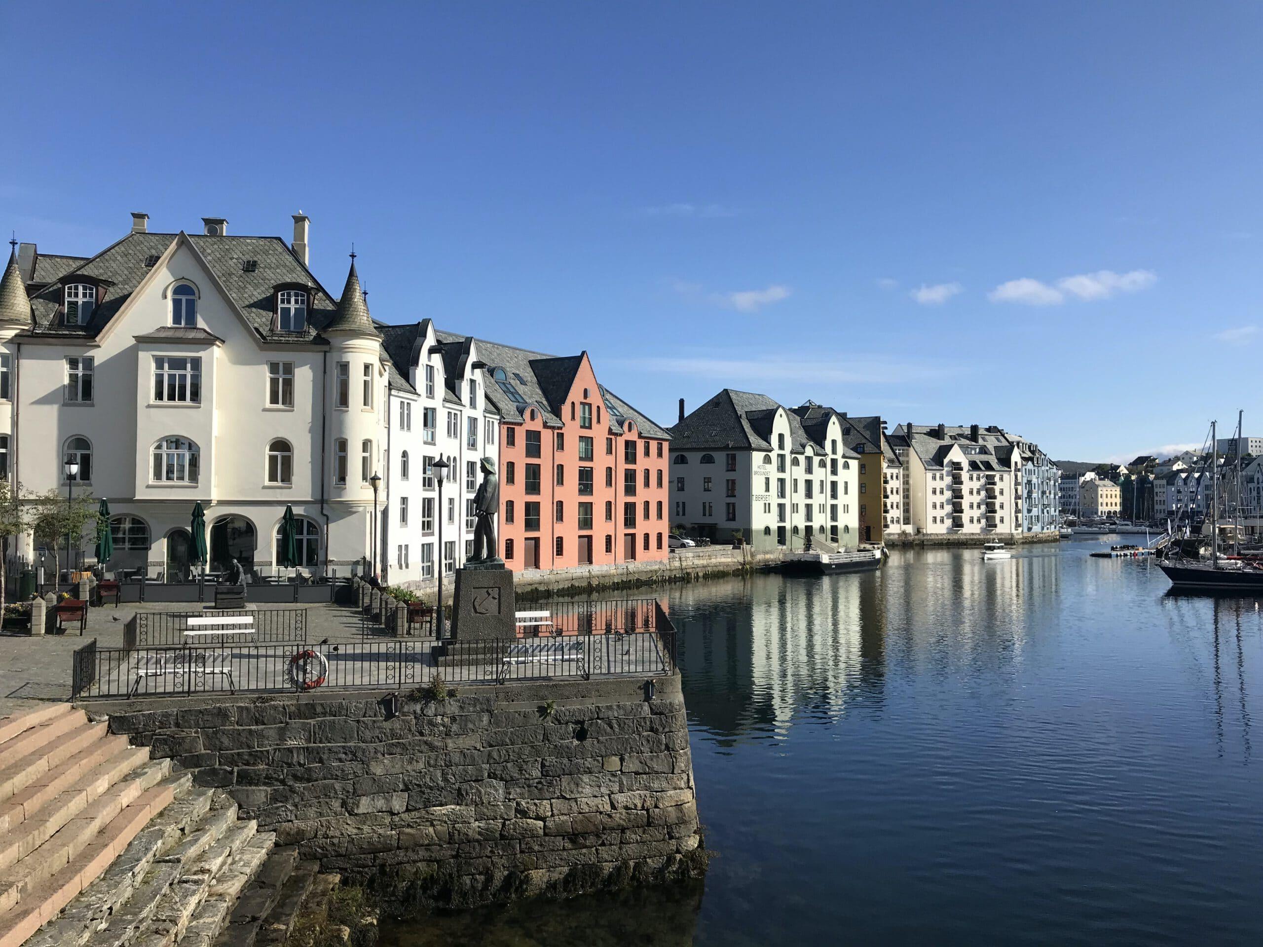 Noorwegen-Alesund-cruise-haven-stad-haventje