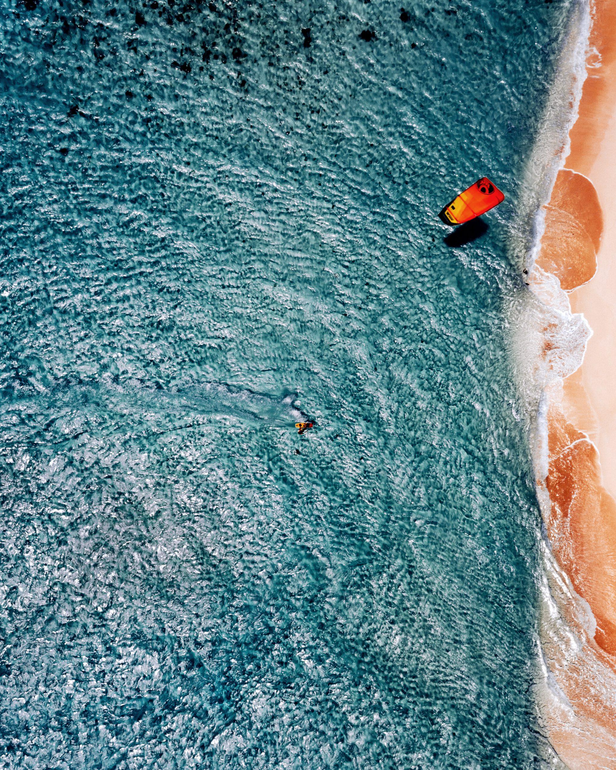 Britse Maagdeneilanden-virgin gorda-Strand-kitesurfer