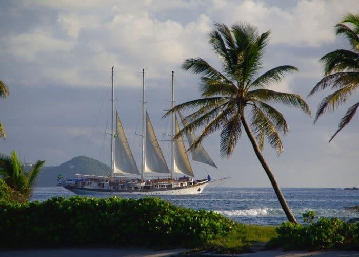 Grenadinen-eilanden-mayreau-boot-zee