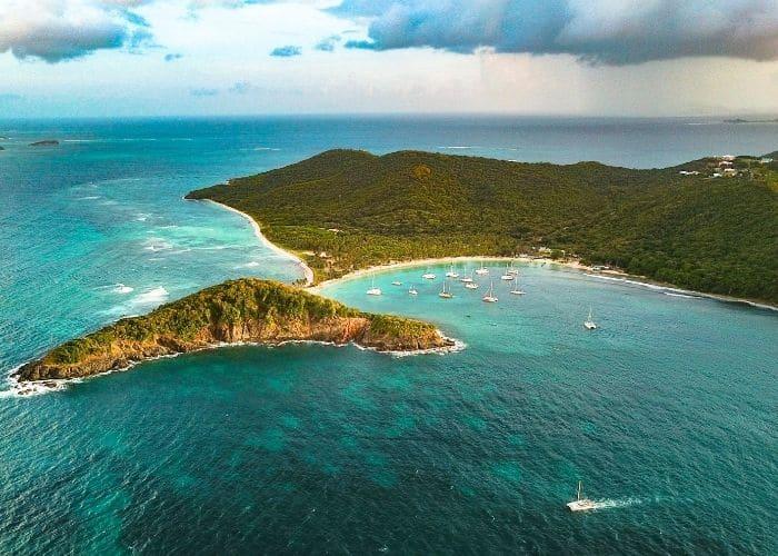 Grenadinen-eilanden-mayreau-eiland-zee-strand