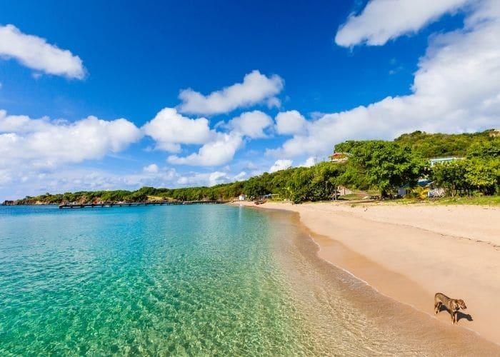 Grenadinen-eilanden-mayreau-zee-strand