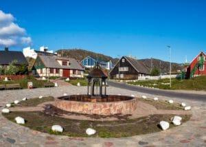 Groenland-qaqortoq-fontein-plein