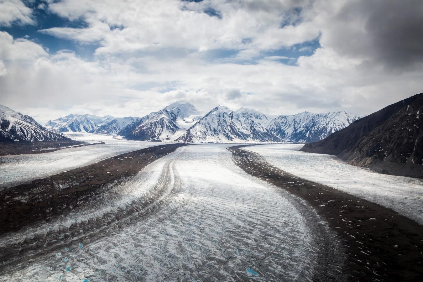 Verenigde-staten-alaska-hubbard-glacier-bergen-sneeuw