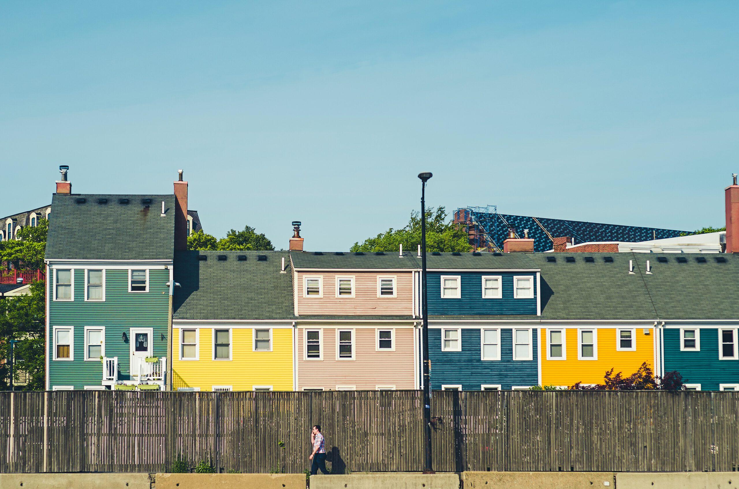 amerika-boston-charlestown-gekleurde huizen