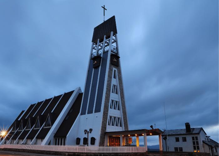 noorwegen-Hammerfest-kerk-gebouw